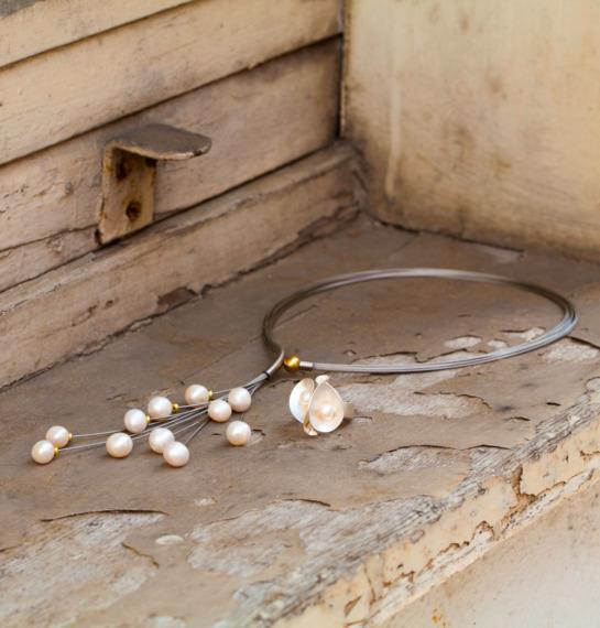 Perlenkette und Perlenohrringe mit vergoldetem Magnetverschluss von Edel und Stein Schmuckdesign Esslingen