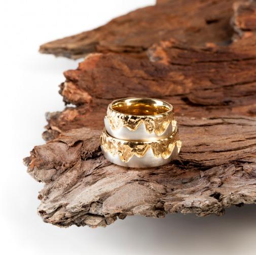Ring Thema Höhen und Tiefen mit einem höheren Goldanteil von Edel und Stein Esslingen