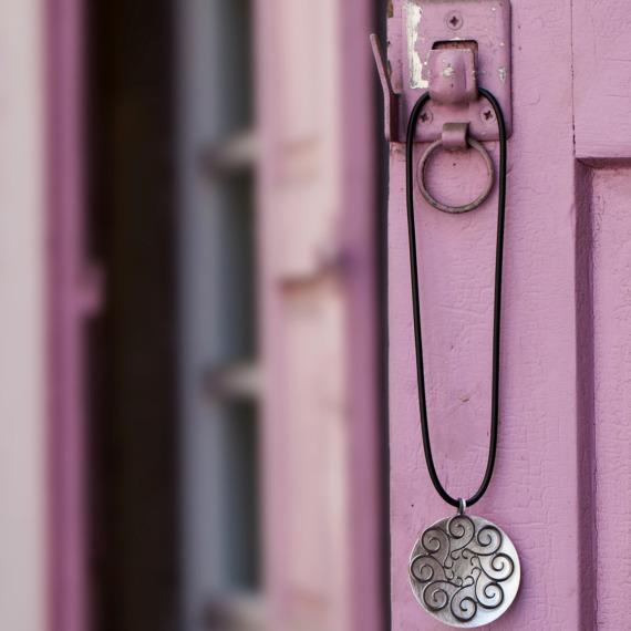 Zweiteiliger Silberanhänger mit Kautschukband von Edel und Stein Schmuckdesign Esslingen