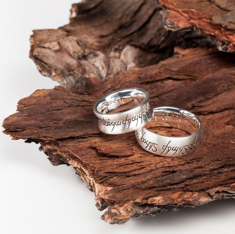 Die silbernen Ringe beinhalten einen Vers Edel und Stein Esslingen